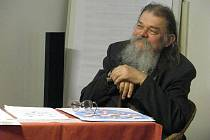 Mikuláš Rutkovský, sochař, malíř, medailér a přední český heraldik  letos oslavil sedmdesátku a převzal ocenění za svůj celoživotní přínos kultuře Krnovska. Zemřel v neděli krátce před půlnocí.