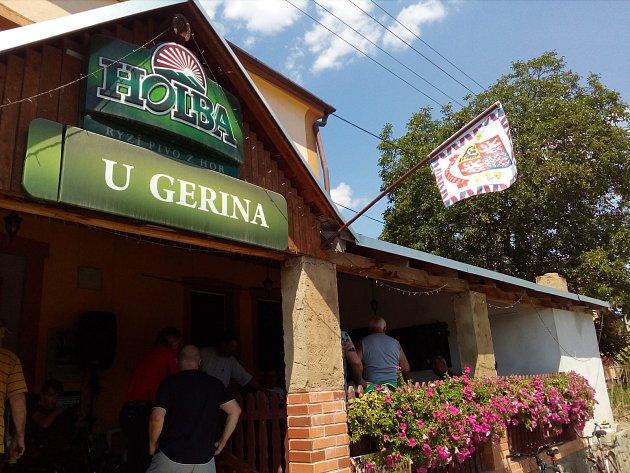 Vhospodě UGerina hra na prezidenta pokračuje. Standarta 'Pravda vítězí' oznamuje, že zde slaví svůj istátní svátek Cyrila a Metoděje Metoděj Gaja.