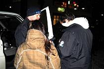 Preventivní akce proběhla v Krnově a Bruntále. Policisté zkontrolovali mimo jiné na třicet mladistvých v barech a restauracích, zda nepopíjejí.