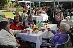 Den seniorů, který v zahradě bruntálské Pohody.
