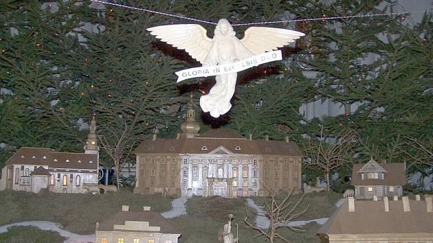 Bruntálský betlém uložený ve farním kostele vyřezal Josef Nedomlel v letech 1956 až 1958, poté na něm pracoval dalších třicet let. Pravidelně jej renovuje syn František Nedomlel.