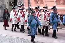 Zlatohorská garda přijela do Krnova jen tak pro radost. Členové klubu vojenské historie chtěli svým vystoupením potěšit kamaráda, který slavil narozeniny.