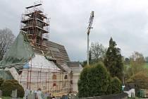 Nová střešní konstrukce má být podle zástupce stavební firmy hotova ještě v polovině letošního roku. Věřící se mohou těšit na zvelebený svatostánek.