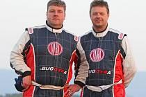 Krýt záda má v následujícím ročníku Rallye Dakar Martinu Kolomému kamarád Jaroslav Valtr, nový kolega týmu Tatra Buggyra Racing (zleva).