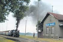 Zanedbané nádraží, které má okna zatlučená deskami a zamčené dveře. Tak to dnes vypadá na Osoblažce. Obce Osoblažska už ale mají plán jak to změnit.
