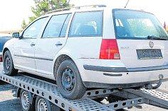 Auto, které Sýkorovi koupili v bruntálském bazaru, po šesti letech sporů vrátili zpět.