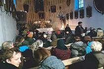 Dubnický kostelík se zaplnil do posledního místa. Organizátoři rozdávali deky a teplý čaj milovníkům varhanní hudby. Místní žasli nad vysokou návštěvností a byli překvapeni, že do Dubnice dorazily i dvě turistické výpravy z Krnova a ze Zátoru.