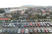 Najít volné parkovací místo před krnovskou nemocnicí vyžaduje trpělivost a někdy i štěstí.