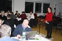 KATEŘINA MICHALÍKOVÁ, nová ředitelka Domova pro seniory Krnov,  na zasedání zastupitelstva.