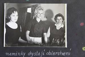 Dětský karneval v Leskovci nad Moravicí připomíná několik fotografií v obecní kronice. Karneval proběhl 4. března 1973 a zachycuje děti v nejrůznějších kostýmech. Občerstvení nachystaly maminky a kochaly se pohledem na to, jak to dětem v maskách a kostýme