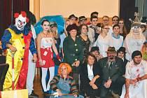 Děsivý klaun je nový fenomén, na který museli zareagovat i milovníci převleků na Maškarním plese pro dospělé v Třemešné.