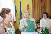 Karl Heider je vedoucím spolku odsunutých občanů Petrovic. Rozhodl se rodné obci věnovat kopie německých kronik a dokumentů, aby z nich mohli čerpat i čeští badatelé a zájemci o historii.