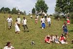 Folklorní kosení 27. července v osadě Chebzí na Jesenicku.