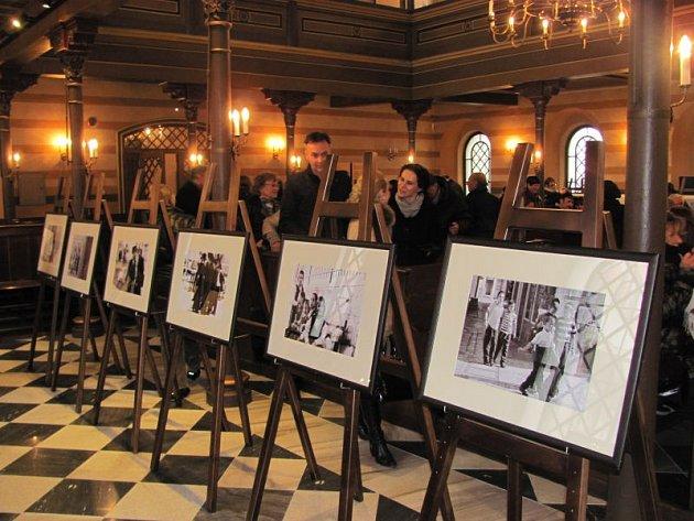 Krnovská synagoga nabízí vtěchto dnech nejen komentované prohlídky pro veřejnost, ale také výstavu fotografií Jindřicha Buxbauma.