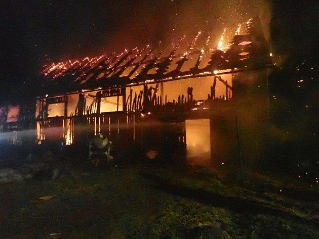 Požár stodoly v Jindřichově na Bruntálsku.