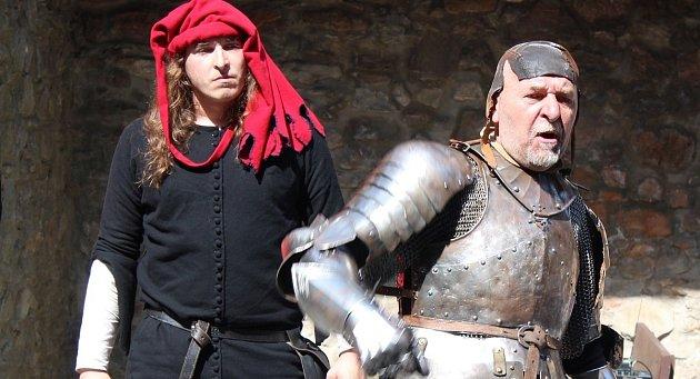 Přízrak temné věže aneb lapkové a kati při práci na loupežnické stezce. Tak se jmenuje ojedinělá akce na hradě Sovinec na Bruntálsku, která se tu koná ovíkendu 10.až 11.července.