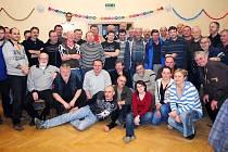 Všichni účastníci jarního mariášového turnaje v Horních Životicích.