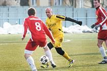 Kdyby Krnovští poměňovali šance, mohli klidně v Bohumíně vyhrát. Jedinou trefu Krnova obstaral v prvním poločase Jiří Lalák (uprostřed ve žlutém).