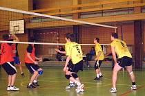 Obě utkání dovedli volejbaloví junioři TJ Krnov až do pátého setu, tie–breaku, proti celku Beskyd uspěli, Dolní Benešov byl nad jejich síly.