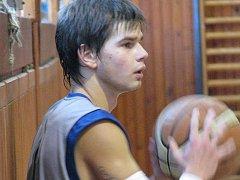 V dohrávce 9. kola první ligy juniorů z neděle 22. listopadu podlehli krnovští basketbalisté na domácí palubovce Hradci Králové 72:81.