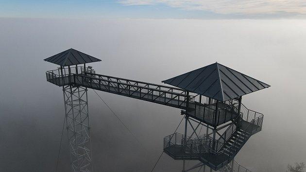 Zdenek Caisberger zMěsta Albrechtic objevuje krásu svého domova zptačí perspektivy. Je držitelem průkazu kpilotování dronu.