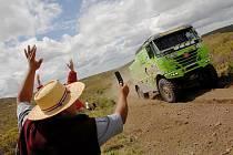 Marek Spáčil z Huzové na zelené tatře s číslem 510 je po nedělním závodu Rallye Dakar 2010 v kamionech na sedmé pozici.