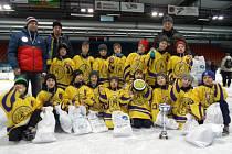 Krnovští hokejoví mladíci se v Hodoníně předvedli ve vynikající formě. V obrovské konkurenci slovenských extraligových celků, Zlína a domácího družstva, vybojovali prvenství.