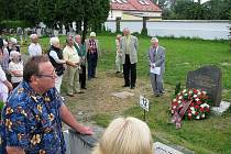 Kurt Schmidt, hlavní organizátor Německo–českého týdne v Krnově, považuje odhalení pomníku poválečným obětem za přelomovou událost, která měla v Německu obrovský ohlas.