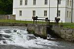 Zámek, zámecký park, sportovní areál a řeka Opava vytváří v Branticích pozoruhodný celek.