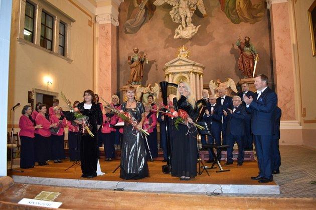 Pěvecký sbor Města Vrbna pod Pradědem (PSMV) vystoupil na benefičním koncertu  vkostele Sv. Archanděla Michaela. Koncert byl oslavou 175.výročí vysvěcení chrámu a současně podpořil pokračování oprav.