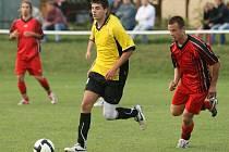 Fotbalisté Břidličné (ve žlutém) přivezli z Opavy tři důležité body díky gólům Chudého a Cálka.