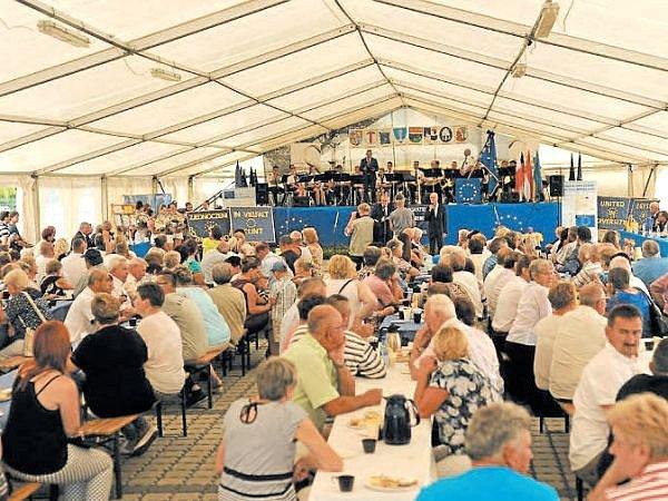 Na setkání v Polsku na obecní oslavy partnerské obce Reńska Wieś vyrazili zástupci Andělské Hory.