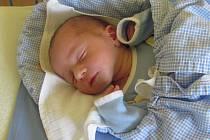 Jmenuji se VÍT CHALUPA, narodil jsem se 1. července, při narození jsem vážil 2850 gramů a měřil 50 centimetrů. Moje maminka se jmenuje Renáta Chalupová a můj tatínek se jmenuje Tomáš Chalupa. Bydlíme v Olomouci.