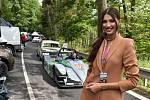 Ozdobou letošního ročníku závodů automobilů do vrchu ve Vrbně pod Pradědem byla Miss Czech Republic 2020, zdejší rodačka, Karolína Kopíncová.