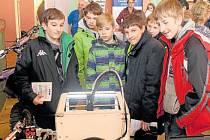 Velký zájem, především u chlapců, vzbudila 3D tiskárna ve stánku Střední průmyslové školy a Obchodní akademie Bruntál.