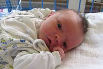 Jmenuji se ADAM KIFOR, narodil jsem se 17. září, při narození jsem vážil 3700 gramů a měřil 50 centimetrů. Moje maminka se jmenuje Eva Jelénková a můj tatínek se jmenuje Volodymýr Kifor. Bydlíme ve Vrbně pod Pradědem.