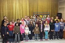 Dětský pěvecký sbor Voices při této škole působí již třetím rokem. Jeho členové jsou děti ve věku od šesti až dvanácti let.