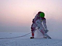 Potáplici lední pomáhali bruntálští hasiči na Slezské Hartě.