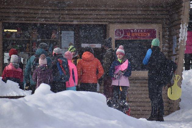 Horská střediska vJeseníkách zvládla nápor návštěvníků díky dobré organizaci. Snažili se policisté, obsluha parkovišť  isilničáři.