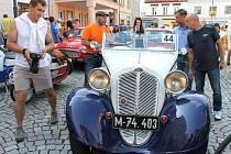 Obdobné setkání historických vozidel jako o víkendu v Jeseníkách pořádá v srpnu Klub historických vozidel Bruntál. Jde o Rallye kolem Slezské Harty.