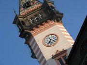 Starostka Renata Ramazanová předala putovní žezlo titulu Město stromů náměstkovi primátora statutárního města Havířov Eduardu Heczkovi.