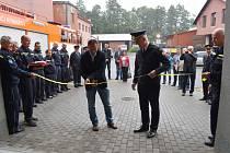Dobrovolní hasiči v Rýmařově slavnostně otevřeli novou hasičskou zbrojnici.