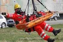 Pro zraněného musela přiletět helikoptéra - ilustrační foto.