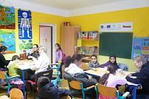 Díky dotacím z Evropské unie funguje v Krnově ve Vrchlického ulici 9 doučovací klub pro děti ze sociálně znevýhodněného prostředí.
