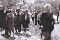 Jaromír Diener jako vedoucí exkurze po jesenickém podhůří někdy v šedesátých letech minulého století.