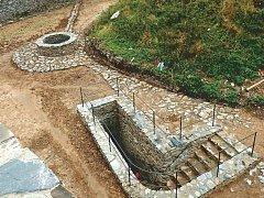 Nový okruh zavede návštěvníky hradu Sovince také do podzemí. Letos poprvé se jim otevírá část podzemní chodby, která dříve byla zavalená. O víkendu se Sovinec poprvé otevřel pro veřejnost.