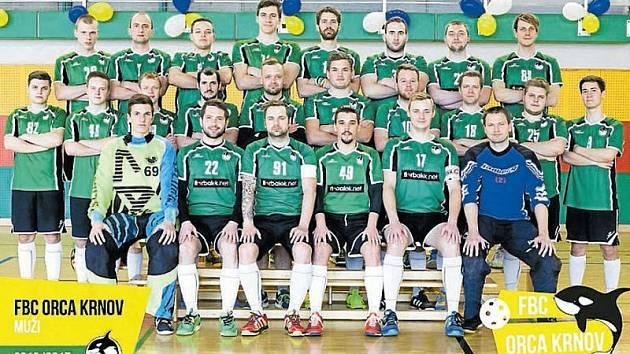 Společná fotografie hráčů prvního a rezervního týmu mužů.