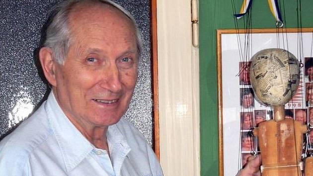 Loutkář Jaroslav Janiš, nestor souboru Krnováček, patří ve svém oboru ke špičce. V roce 1978 získal nejvyšší československé loutkářské ocenění a stal se nositelem loutkářského odznaku národního umělce Josefa Skupy. Tento týden oslaví osmdesáté narozeniny.