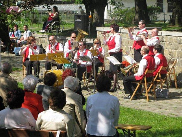 Koncert Krnovanky v zahradě Flemmichovy vily - ilustrační foto.