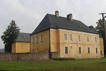 Venkovský zámek v Branticích